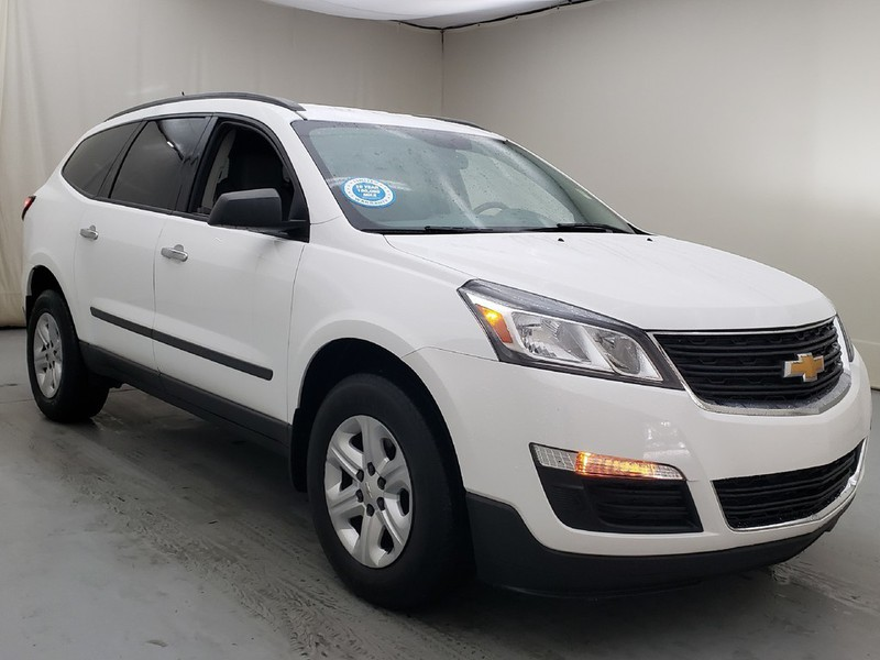 Pre Owned 2017 Chevrolet Traverse Ls Fwd